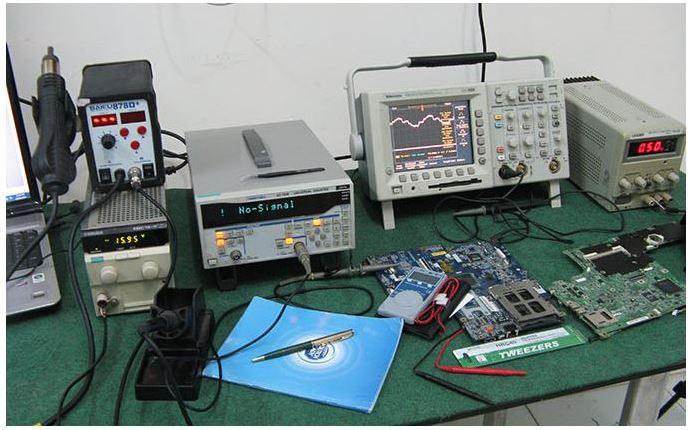 Tin học siêu việt sửa chữa phần cứng laptop với hệ thống máy móc hiện đại
